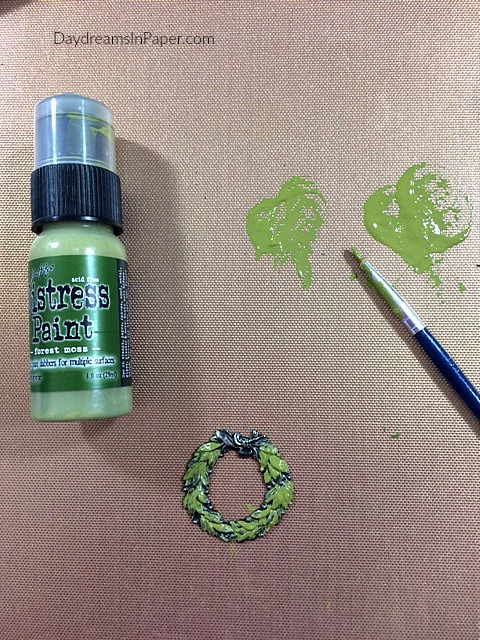 Painting A Metal Christmas Wreath With Distress Paint